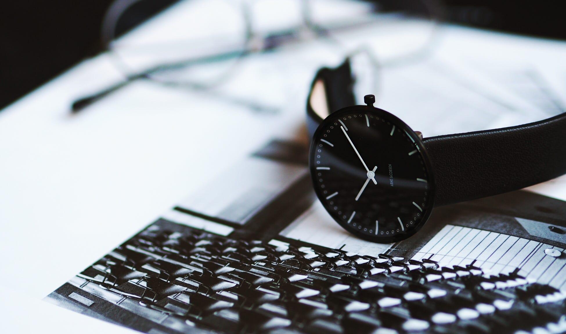 91c7e7e1d974 Arne Jacobsen Armbåndsur - Se alle de danske designer armbåndsure